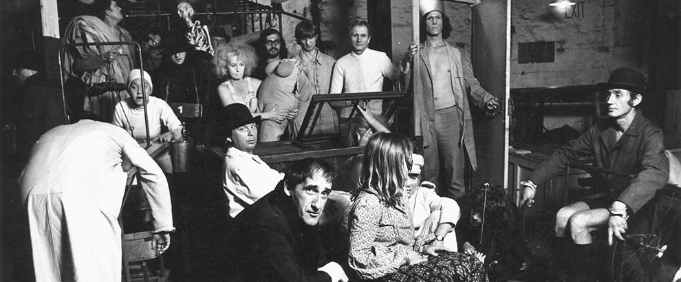Tadeusz Kantor con gli attori del Cricot 2 nel 1973